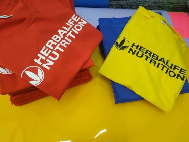 Печать на футболках для HERBALIFE NUTRITION. Печать логотипа HERBALIFE NUTRITION. Печать на футболках под заказ. Купить футболки с логотипом оптом. Печать на футболках в Киеве. Быстрая печать логотипа. Качественная печать вашего логотипа на футболках.