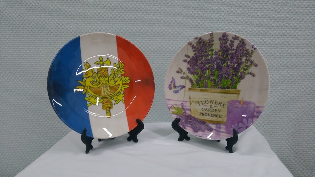 """Печать на сувенирных тарелках """"С любовью и Франции"""""""