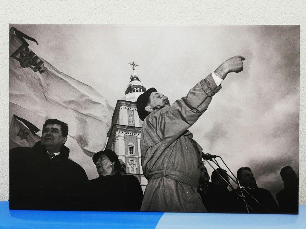 """Холст """"Вячеслав Максимович Черновил"""". Модульные картины. Картины на выставку. Печать на холстах для выставки. Печать на холстах в Киеве. Печать на холсте в Одессе. Холсты в Харькове. Оригинальные холсты во Львове. Печать на холсте. Стильная печати. Печать на подарок. Подарок другу. Подарок маме. Подарок сестре. Подарок папе."""