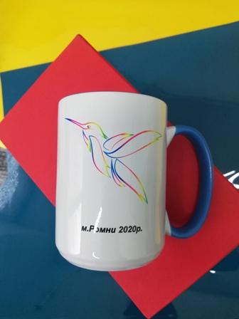 Чашки на подарок Ромны. Печать на кружке. Печать колибри на чашке. Печать логотипа колибри. Печать на чашке для соревнований.