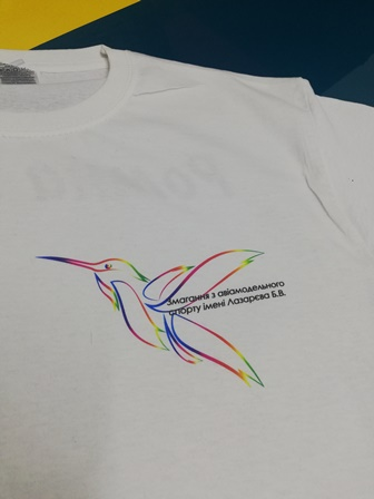 Печать на футболках на заказ. Печать колибри на футболке. Печать логотипа колибри. Печать футболок для соревнований.